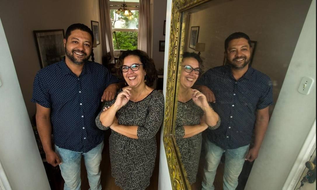 De portas abertas. A funcionária pública Haydée, de 60 anos, começou a alugar um quarto e uma suíte de seu apartamento em Copacabana, há seis anos. No momento, está hospedando o colombiano Javier Vallejo, que veio de Medelin Foto: Brenno Carvalho