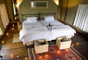 Ongava Tented Lodge, uma das opções de hospedagem na Namíbia, da operadora Viajologia Expedições Foto: Haroldo Castro / Divulgação