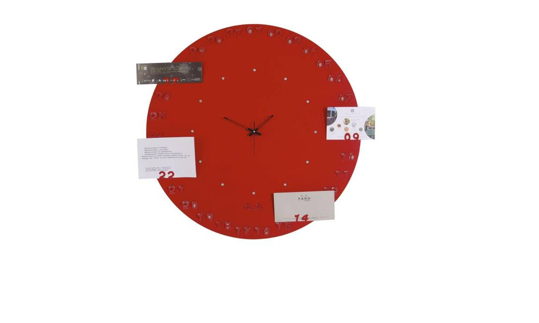 Até um relógio pode virar um mural de fotos divertidos. Showroom Hetty Goldberg (www.hettygoldberg.com.br), R$ 830 Divulgação / Arquivo O Globo