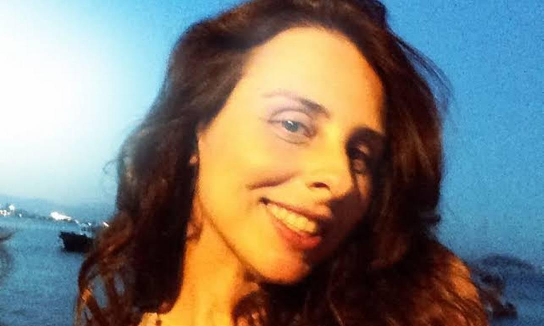 O rosto por trás da exposição: a consultora de moda e artista plástica Helen Pomposelli Divulgação/Helen Pomposelli