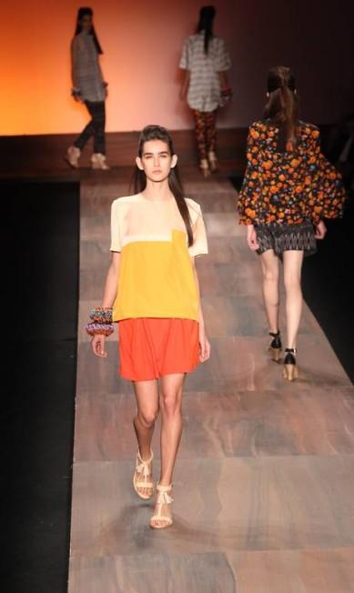 Amarelo ouro e laranja se destacaram entre a cartela Simone Marinho / Simone Marinho / Agência O Globo