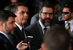 Jair Bolsonaro e Ernesto Araújo, que exigiu a demissão do diplomata Paulo Uchôa Ribeiro Filho Foto: Jorge William / Agência O Globo