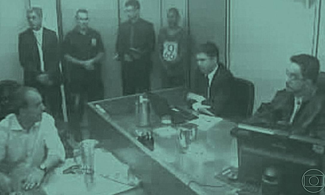 """Cabral com o juiz Marcelo Bretas. """"Dói muito"""" admitir ser corrupto, disse. Foto: Reprodução"""