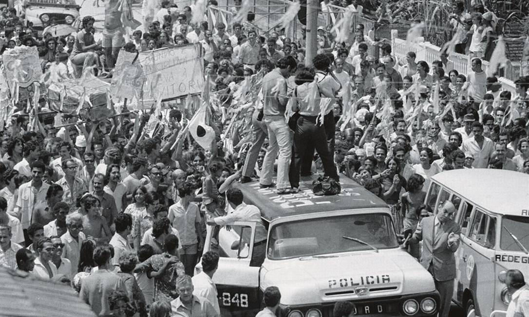 Desfile do Chave de Ouro no Carnaval de 1972. O bloco nasceu com o espírito de desafiar a polícia, que o reprimia em nome da ordem. Foto: Rodolpho Machado / Agência O Globo