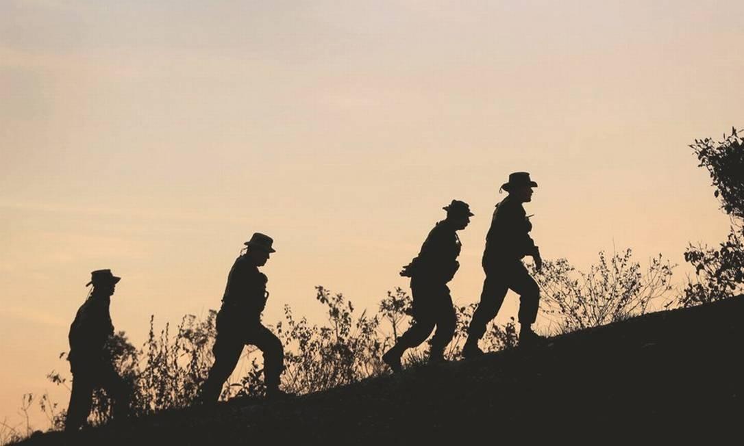 Soldados venezuelanos fazem patrulha entre as cidades de Santa Elena de Uairén e Pacaraima. Foto: Bruno Kelly / Reuters
