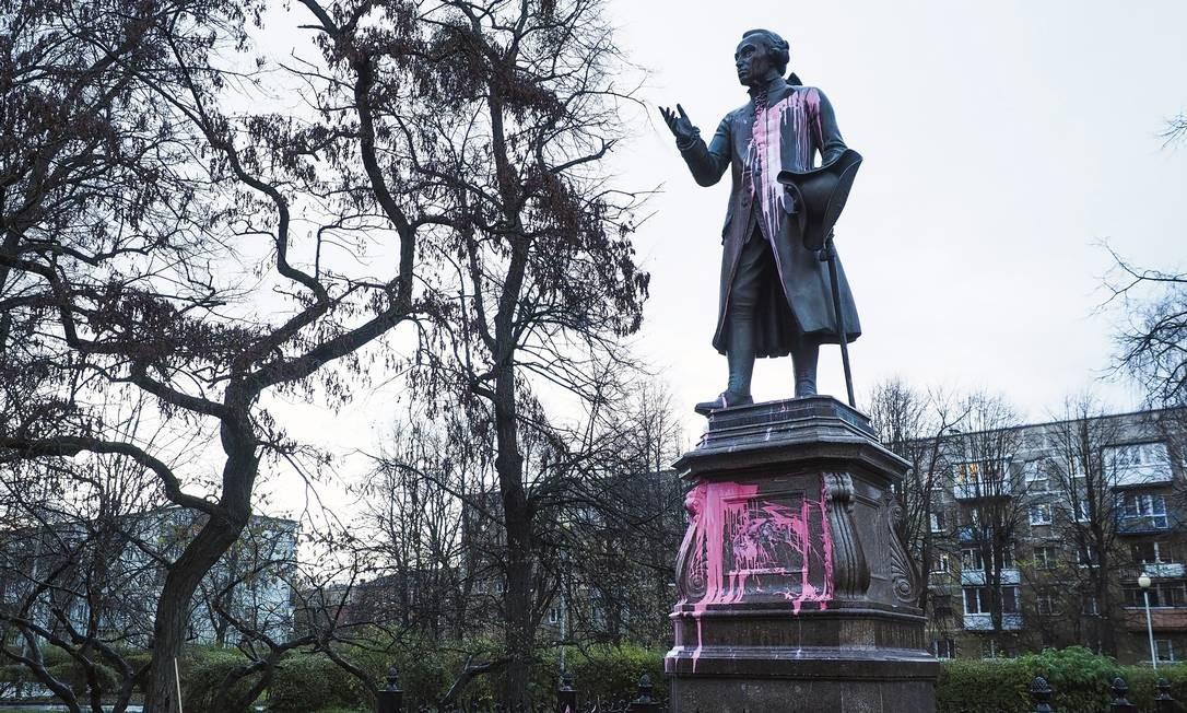 Estátua de Immanuel Kant em Kaliningrado (antiga Königsberg), sua cidade natal. Olavo de Carvalho não entendeu o filósofo alemão, dizem os especialistas. Foto: Vitaly Nevar / TASS