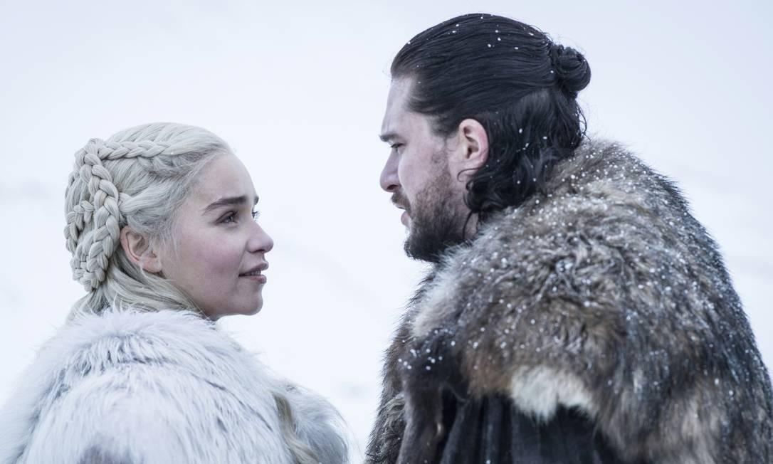 Daenerys Targaryen (Emilia Clarke) e Jon Snow (Kit Harington) são os astros da última temporada. No set, os dois revelam cumplicidade, humor e certa preguiça. Foto: Cortesia HBO / Divulgação