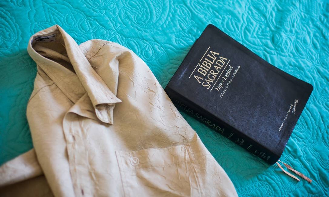 Bíblia Sagrada, instrumento de trabalho do Pastor Isidório Foto: Lucas Seixas / Agência O Globo