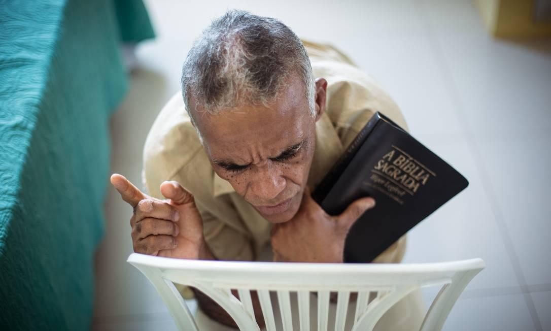 As orações já têm início antes da preleção começar Foto: Lucas Seixas / Agência O Globo