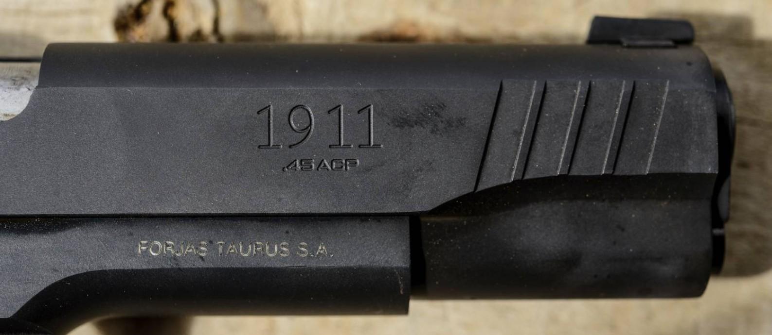 Pistola Taurus 1911, um dos modelos produzidos pela empresa brasileira, que exporta mais de 80% do que fabrica. Foto: Igor Alecsander / Getty Images