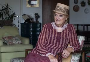 """""""O teatro, para mim, é um elixir"""" diz Andrea Navarro, 82 anos, devidamente vestida como uma de suas personagens. Aos 70, ela decidiu ser atriz. Sua boa memória e disposição intrigam a ciência Foto: Edilson Dantas / Agência O Globo"""
