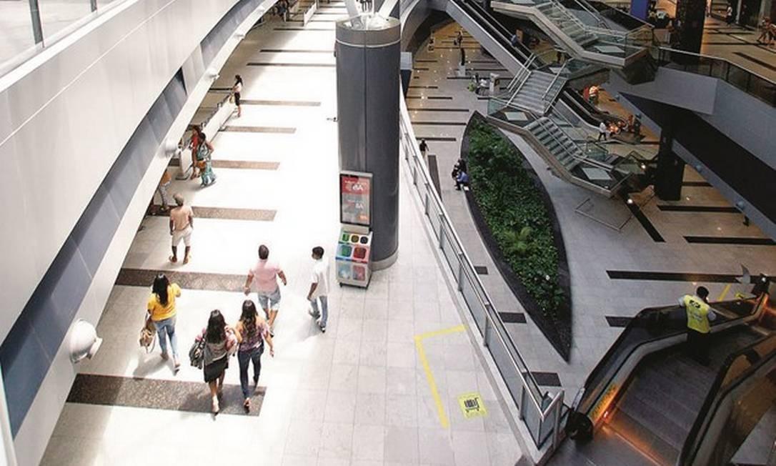 O leilão de 12 aeroportos, entre eles o do Recife, realizado em 15 de março, rendeu ao governo federal R$ 2,37 bilhões, um ágio de 986% sobre o valor inicial. Foto: Thiago Calil / Agência O Globo