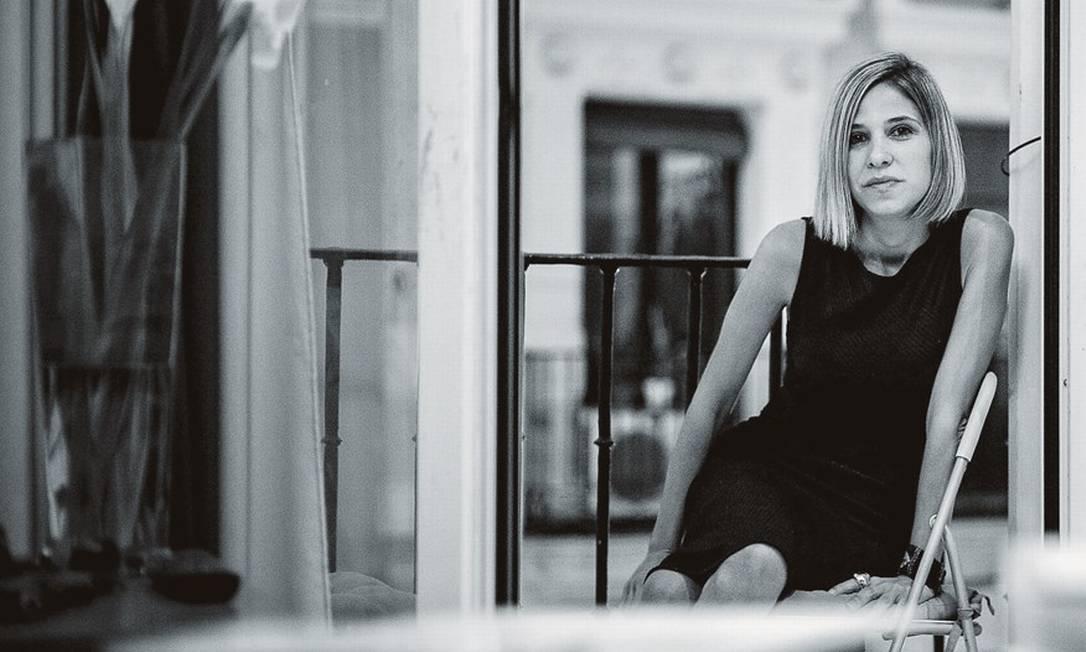 """Aos 37 anos, Karina Sainz Borgo estreia na literatura com """"La hija de la española"""", cujos direitos já foram vendidos para 22 países. Foto: Divulgação"""