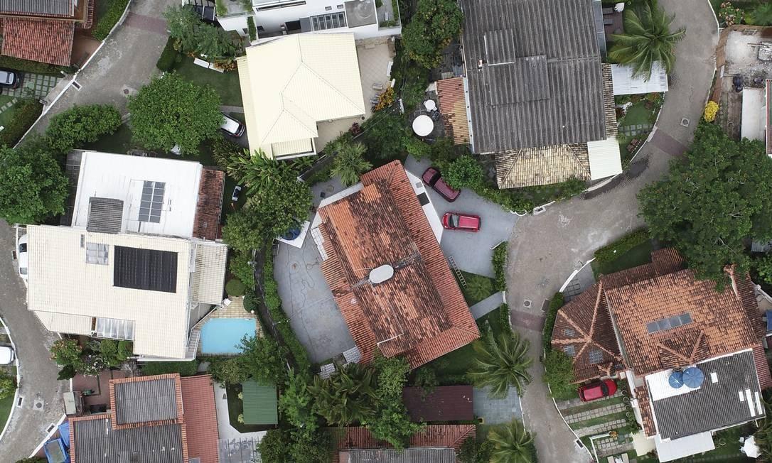 Vista do condomínio Vivendas da Barra, onde o presidente Jair Bolsonaro possui duas casas, no valor de R$ 600 mil e R$ 400 mil, segundo sua declaração à Justiça Eleitoral. Foto: Renee Rocha / Agência O Globo
