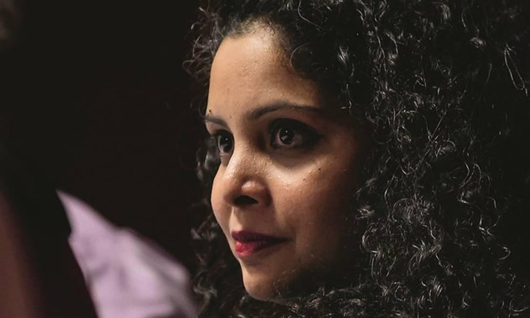 """A jornalista indiana Rana Ayyub, autora do livro """"Gujarat files: anatomy of a cover up"""" (""""Arquivos de Gujarat: anatomia de um encobrimento""""). Foto: Chandan Khanna / AFP"""