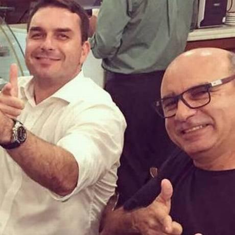 Flávio Bolsonaro e Queiroz em campanha. Foto: Arquivo pessoal
