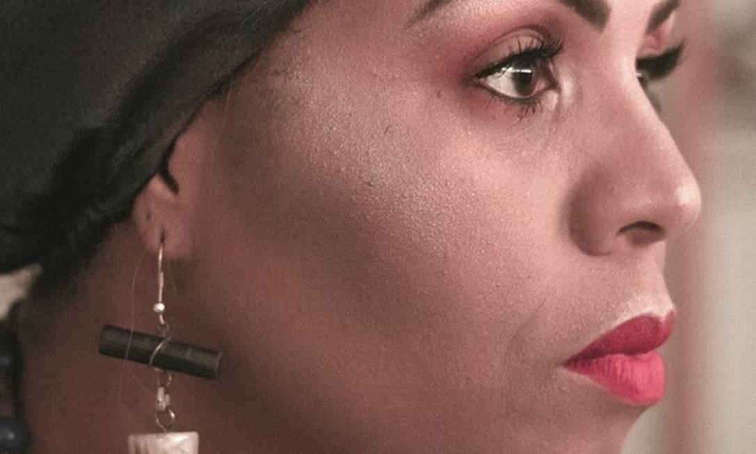 Cristiane Sobral diz que seus personagens podem ser brancos ou negros, mas são sempre escritos do ponto de vista de uma mulher negra. Foto: Raissa Tuany