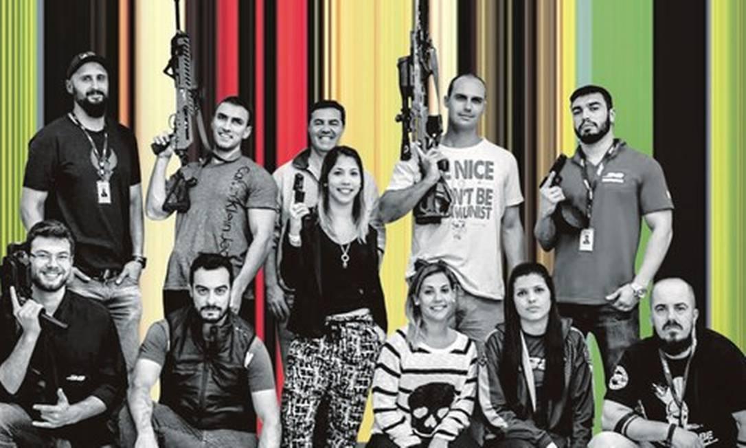 O deputado Eduardo Bolsonaro (de camiseta branca) com amigos do clube de tiro .38, em São José, na Região Metropolitana de Florianópolis. Foto: Arte sobre reprodução
