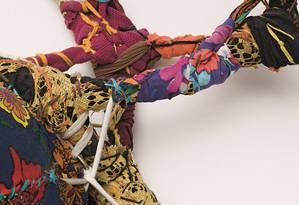 """Reprodução da série """"Torções"""", da artista plástica mineira Sônia Gomes. Foto: Cortesia da Mendes Wood DM São Paulo, Brussels, New York / Copyright do artista / Foto por Bruno Leão"""