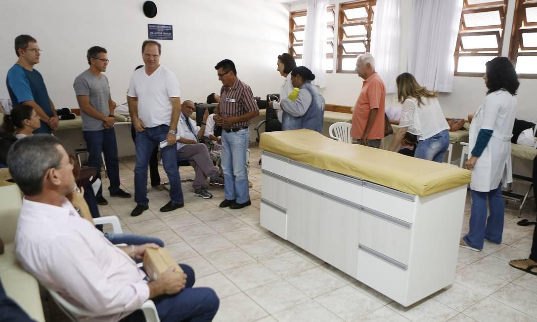 Na casa de Mestre Valentim não são realizadas cirurgias físicas nos pacientes. Não há cortes ou incisões, apenas intervenções espirituais. Foto: Jorge William / Agência O Globo