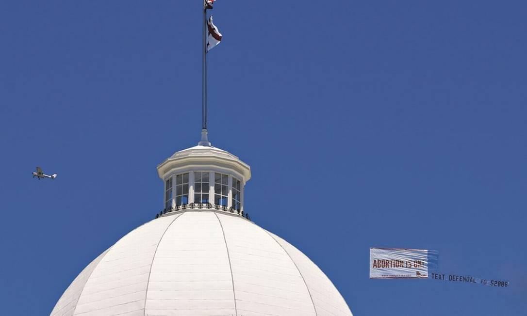 A casa legislativa do Alabama, em Montgomery, ampliou restrições ao aborto no estado, apesar de a Suprema Corte reconhecer a prática como direito dos cidadãos americanos. Foto: Julie Bennett / Getty Images / AFP
