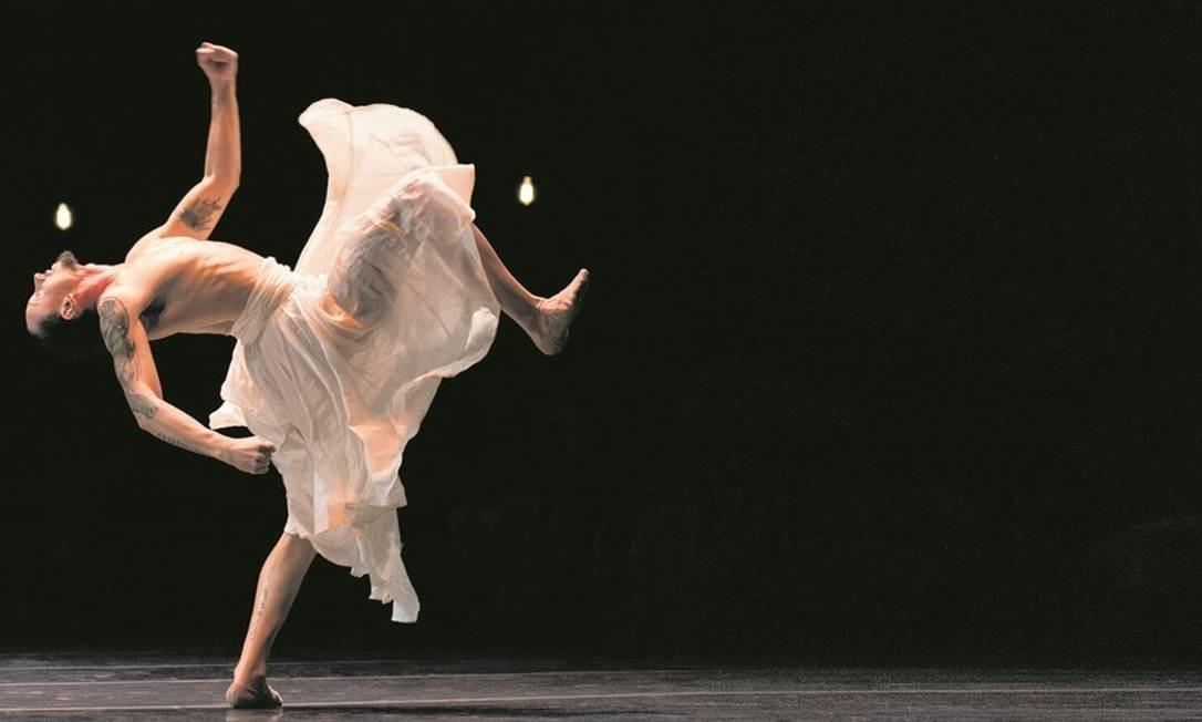 """Cena de """"Gira"""", espetáculo de dança do Grupo Corpo, que faz uso de lei de incentivo e patrocínio de estatais. Foto: José Luiz Pederneiras"""