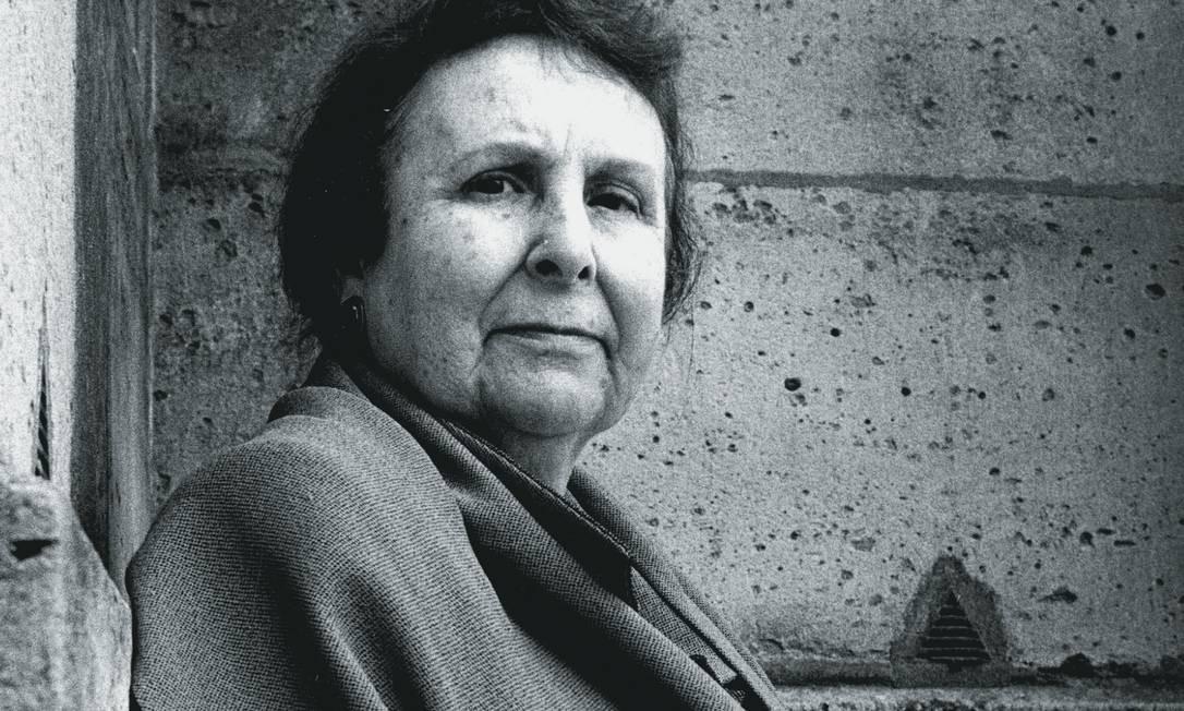 Além de romances, vários adaptados para o cinema, Agustina Bessa-Luís escreveu crônicas de jornal, peças de teatro e roteiros para a TV. Foto: Gattoni / Leemage