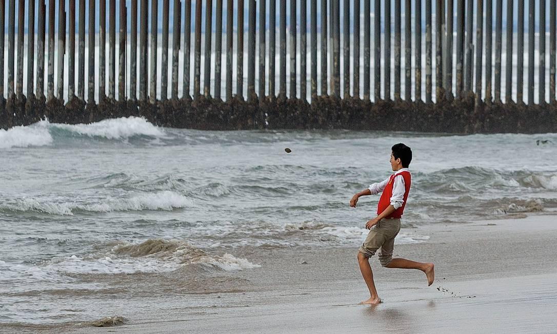 A nova política de Donald Trump aumentou o número de menores de idade colocados em campos de detenção, longe dos pais, situação que inspirou Valeria Luiselli. Foto: Bloomberg via Getty Images