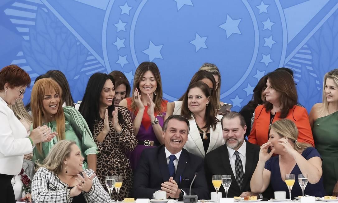 Jair Bolsonaro e Dias Toffoli durante café da manhã com deputadas e senadoras em maio passado. Para 22 parlamentares, o presidentre da República não é machista, contra 21 que dizem que é. Foto: Marcos Corrêa / Agência O Globo