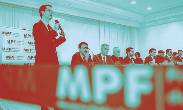 O procurador Deltan Dallagnol durante apresentação de denúncia da Operação Lava Jato em hotel no centro de Curitiba. Mensagens revelam intimidade com Moro e Fux Foto: Geraldo Bubniak