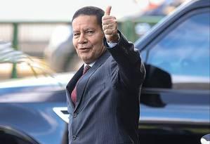 O vice-presidente da República, Hamilton Mourão, foi vítima da indisposição de Bolsonaro de ouvir o divergente. Foto: Antônio Cruz / Agência Brasil