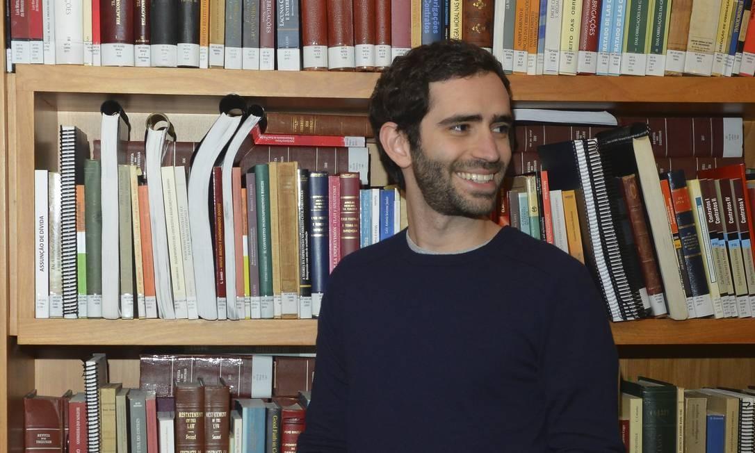 O advogado Pedro Pacífico começou a dar conselhos anônimos nas redes sociais até se revelar como estimulador de leituras. Foto: Niels Andreas / Agência O Globo