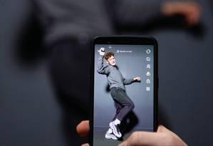 Fundado em 2016 na China, o TikTok conquistou simpatizantes ao oferecer efeitos de edição rápidos e intuitivos, além de filtros especiais. Foto: AFP