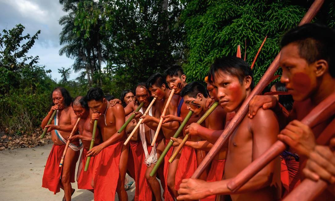 Índios waiãpis denunciaram a invasão de sua aldeia por garimpeiros e o assassinato do cacique Emyra Foto: Apu Gomes / AFP
