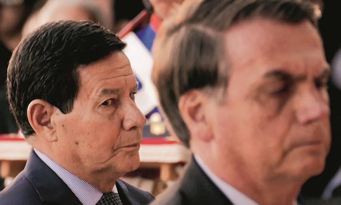 O vice Mourão e o presidente Bolsonaro: diferenças de opinião de olho na base das Forças Armadas. Foto: Orlando Brito
