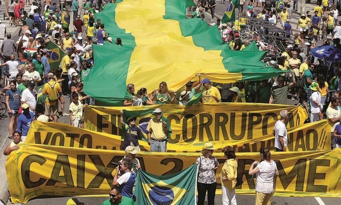 Jair Bolsonaro se elegeu como o capitão que enfrentaria a corrupção incrustada na máquina do Estado, na onda das manifestações que varreram o país desde 2013. Foto: Guilherme Pinto / Extra / Agência O Globo