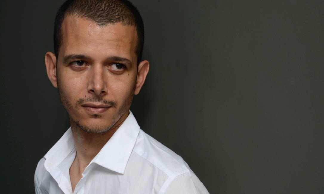 """""""Quando eu voltar ao Brasil, vou ter aprendido português de tanto copiar as letras das canções de Agepê"""", disse o escritor e cineasta marroquino Abdellah Taïa. Foto: Larry Busacca / Getty Images"""