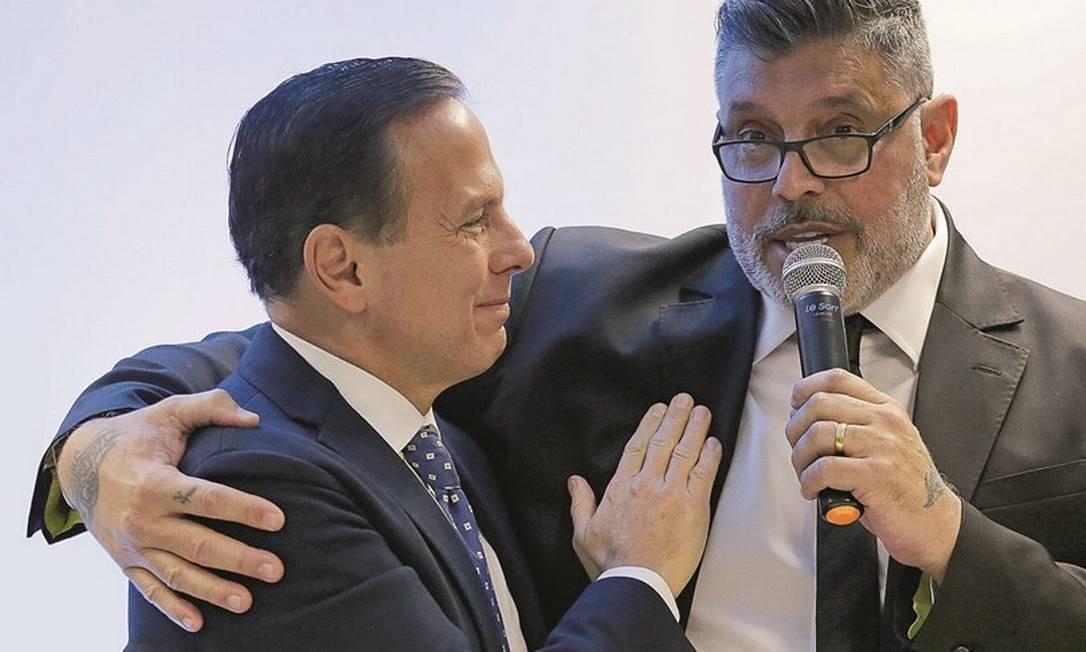 João Doria (à esquerda, com o deputado Alexandre Frota) vê o conflito como algo da alma do presidente. Foto: Nelson Antoine / Estadão Conteúdo