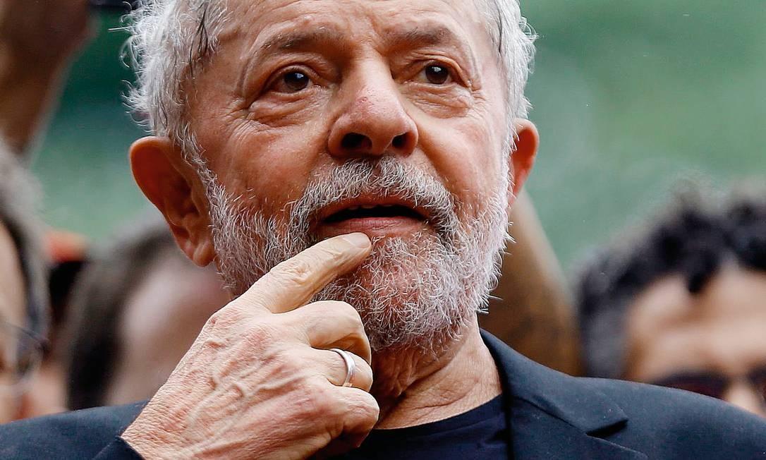 Lula e Bolsonaro até agora estão se mostrando raivosos com sinais trocados. Foto: Miguel Schincariol / AFP