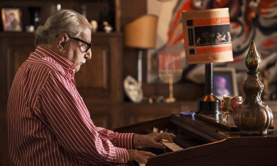 """Carlos Heitor Cony, morto em 2018 aos 91 anos, é, ao mesmo tempo, um dos autores e personagem de """"Operação Condor"""". Foto: Ana Branco / Agência O Globo"""