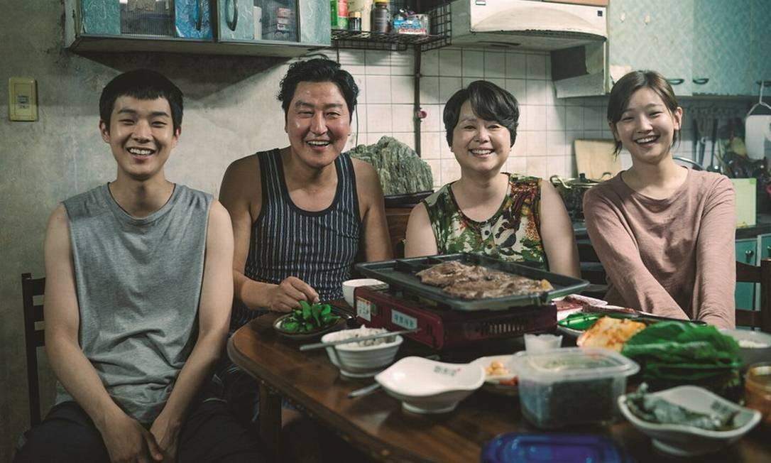 A família Kim, pobre e ardilosa, é protagonista do filme visto por 10 milhões de sul-coreanos. Foto: Divulgação