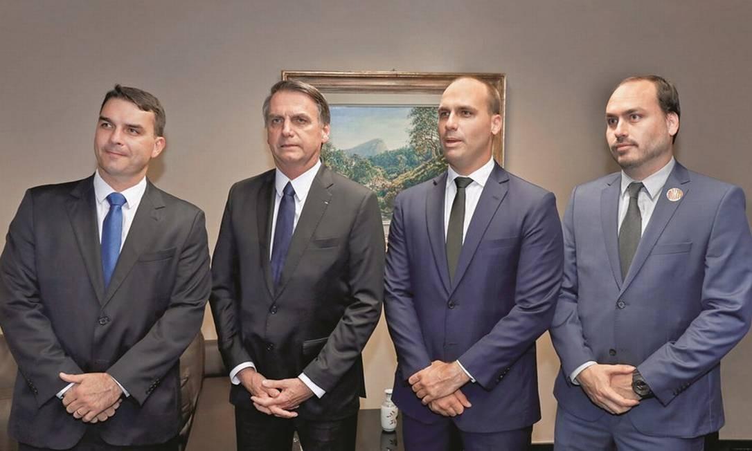 Os quatro Bolsonaros na política. A pauta do combate à corrupção nunca esteve em suas atividades parlamentares. Foto: Roberto Jayme / Ascom / TSE
