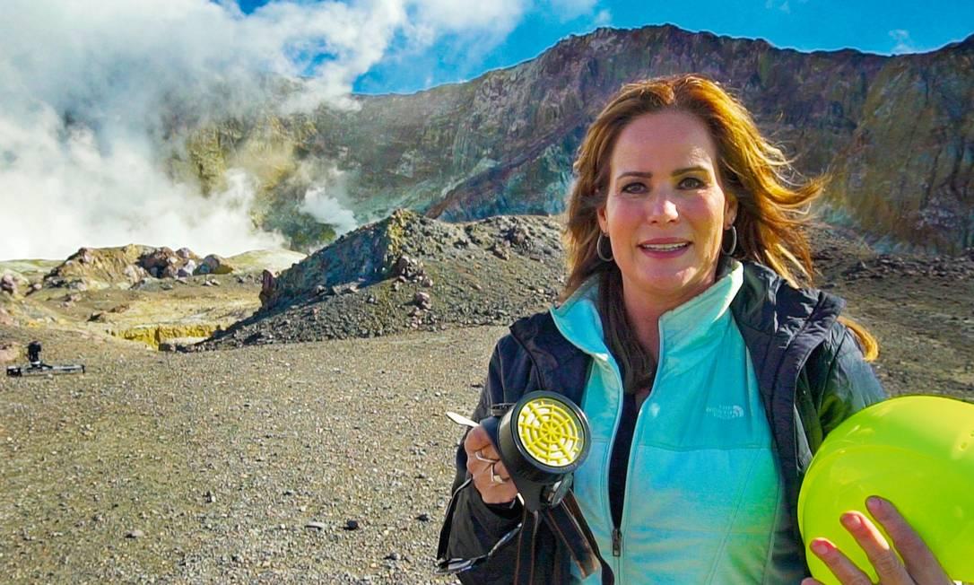 """Ceribelli na cratera do Te Puia o Whakaari, em reportagem que foi ao ar no """"Fantástico"""" há dois meses. Foto: TV Globo / Divulgação"""