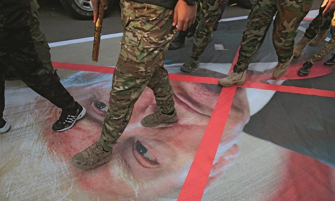 Nos protestos em Teerã, pessoas de diferentes classes sociais e posições políticas se uniram contra os Estados Unidos. Foto: Ahmad Al-Rubaye / AFP