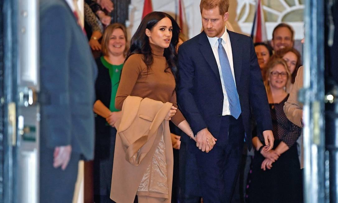 O duque e a duquesa de Sussex deixam a Canada House, em Londres, no último dia 7. No dia seguinte, anunciaram que se afastarão parcialmente das obrigações reais e que cogitam viver no Canadá. Foto: Toby Melville / Reuters