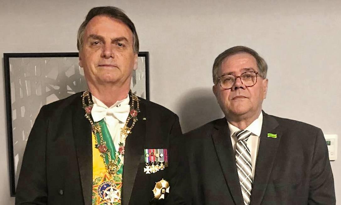 Jair Bolsonaro e Camarinha, em Tóquio, durante a entronização do imperador Naruhito, em outubro de 2019. O médico é presença constante nas viagens e goza da confiança do presidente. Foto: Reprodução