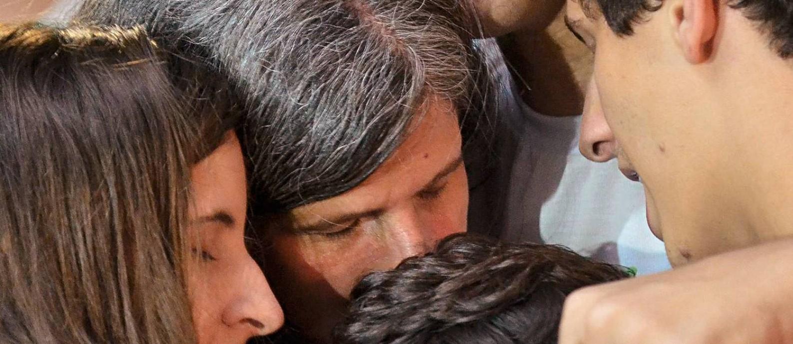 A viúva e os filhos de Eduardo Campos durante o velório do ex-governador, em agosto de 2014. Ele era não só o herdeiro político do avô, como também uma figura de conciliação na família. Foto: Fernando Frazão / Agência Brasil