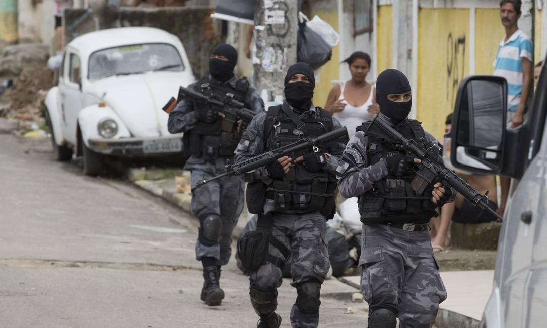 A política de confronto com criminosos da polícia do Rio de Janeiro resultou em mais operações, e também num recorde de mortes causadas pelas forças de segurança. Foto: Márcia Foletto / Agência O Globo