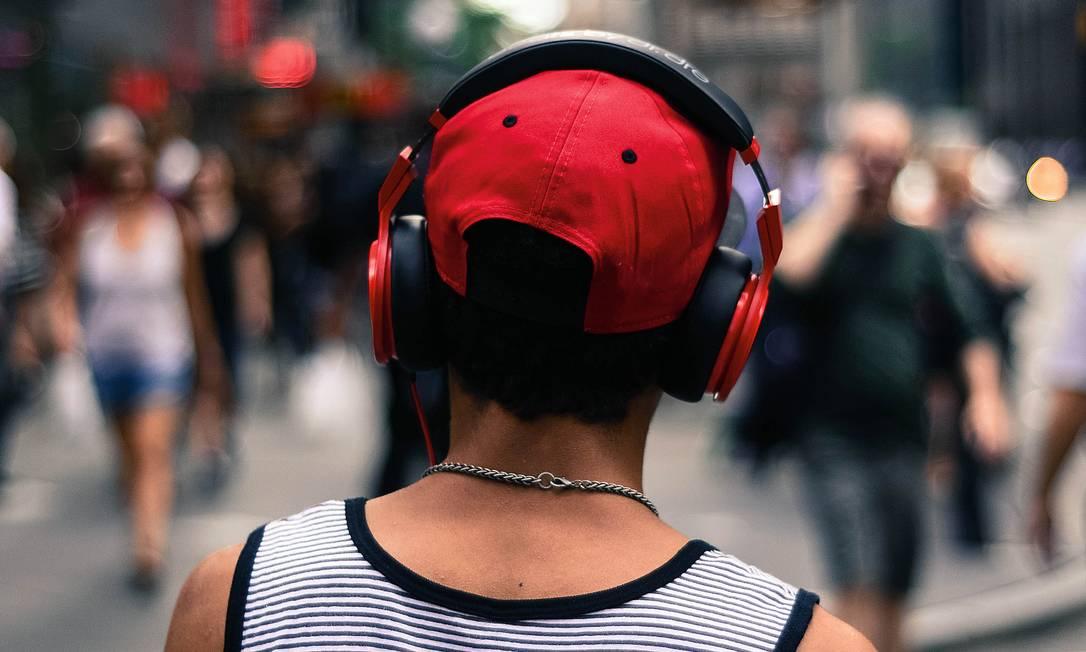 Em média, as pessoas passam 18 horas por semana ouvindo música, diz a última pesquisa da Federação Internacional da Indústria Fonográfica, feita em 21 países, inclusive no Brasil. Foto: Lorranny Castro / EyeEm / Getty Images