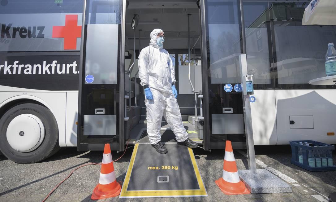 Foi na Alemanha, um dos países mais bem-sucedidos no combate à epidemia, que surgiu a ideia do passaporte da imunidade. Foto: Andreas Arnold / dpa / AFP